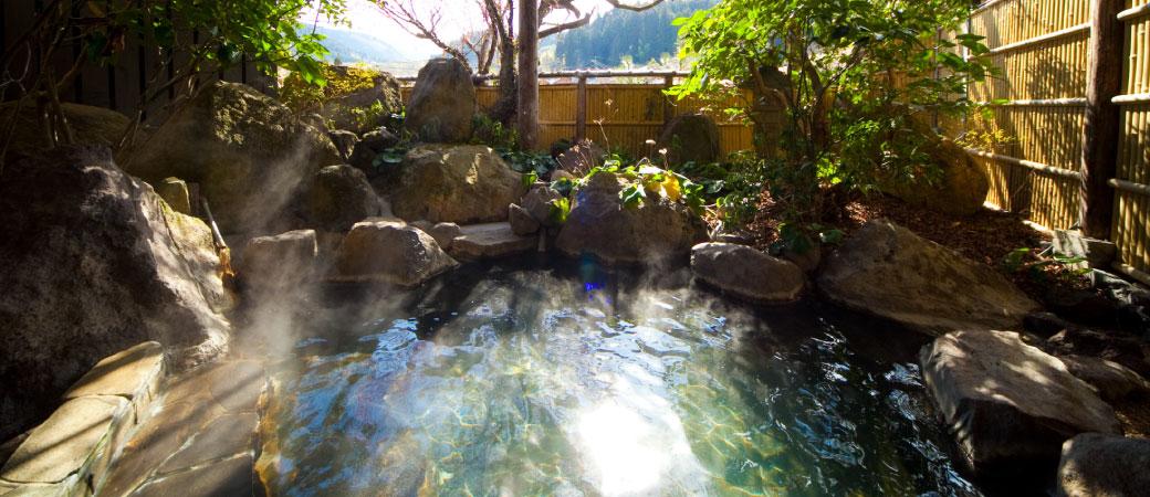 1日の始まりに貸切温泉で朝風呂